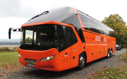 Autokarem autobus NEOPLAN STARLINER (57 míst)