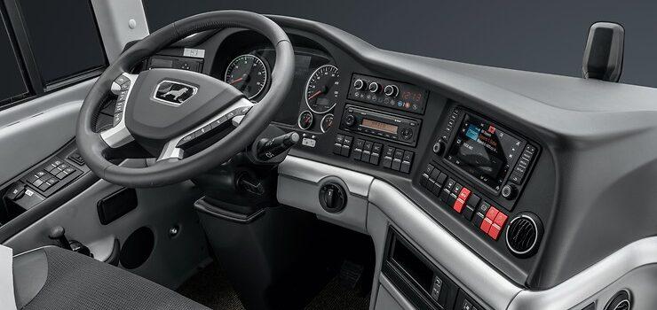 1940x1455_Lionscoach_Cockpit_DSC9384-HDR_4c_2017_width_740